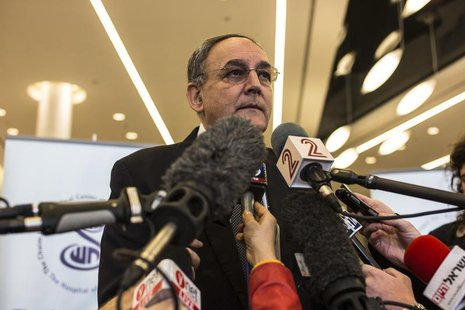 Zeev Rotstein, director of the Sheba Medical Center, speaks to the media at the hospital near Tel Aviv January 2, 2014. REUTERS/Nir Elias