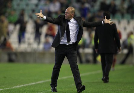 Former Real Betis' coach Pepe Mel reacts during the Europa League soccer match against Vitoria Guimaraes in Seville, October 24, 2013. REUTE