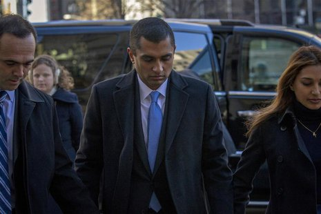 Former SAC Capital portfolio manager Mathew Martoma (C) arrives at the Manhattan Federal Courthouse with his lawyer in New York, January 7,