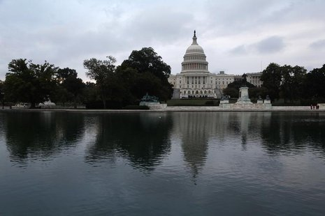 Morning breaks over the U.S. Capitol as the federal government reopens after a 16-day shutdown, in Washington, October 17, 2013. REUTERS/Jon