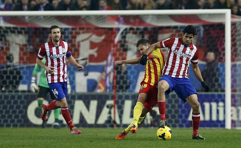 Barcelona's Jordi Alba (C) fights for the ball with Atletico Madrid's Diego Costa (R) during their Spanish first division soccer match at th