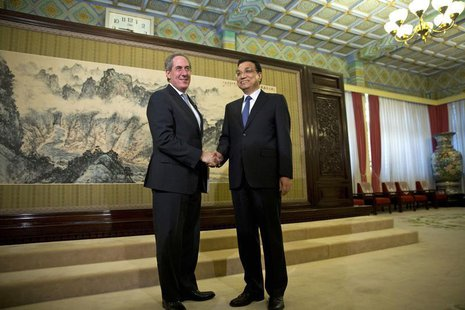 China's Premier Li Keqiang (R) shakes hands with U.S. Trade Representative Michael Froman (L) before their meeting at the Hall of Purple Lig