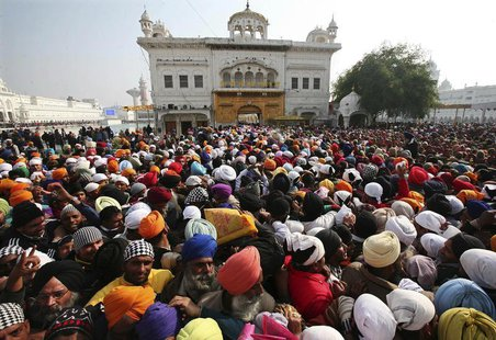 Devotees throng the holy Sikh shrine of Golden Temple to offer prayers for the New Year, in the northern Indian city of Amritsar January 1,