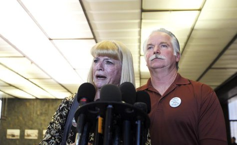 Cathy Thomas (L) speaks next to her ex-husband Ron Thomas at a courthouse news conference after two former policemen were acquitted in the 2