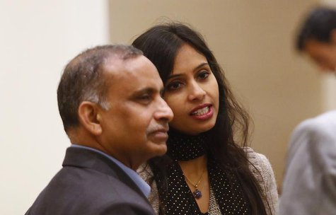 Indian diplomat Devyani Khobragade (L) and her father Uttam Khobragade talk to unidentified guests at the Maharashtra Sadan state guesthouse