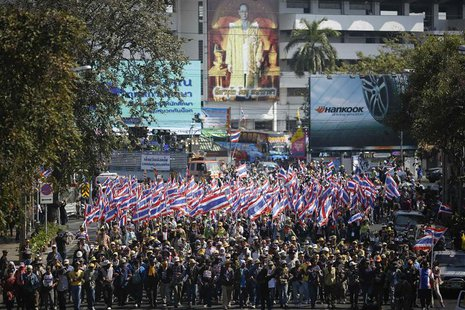 Anti-government protesters march to ministries and other state bodies in central Bangkok January 15, 2014. REUTERS/Damir Sagolj