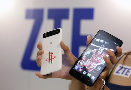 ZTE smartphones Grand Memo Lite (L) and Grand S are displayed during a news conference in Taipei October 12, 2013. REUTERS/Pichi Chuang