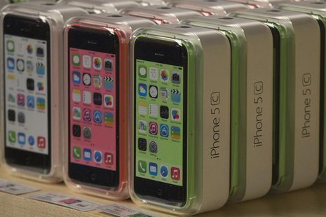 Apple iPhone 5c phones are pictured at the Apple retail store on Fifth Avenue in Manhattan, New York September 20, 2013. REUTERS/Adrees Lati