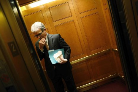 U.S. Senator Tom Coburn (R-OK) boards an elevator at the U.S. Capitol in Washington December 31, 2012. REUTERS/Jonathan Ernst