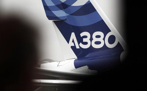 An A380 Airbus arrives on the tarmac during the Airbus annual press conference in Colomiers, near Toulouse, January 13, 2014. REUTERS/Regis