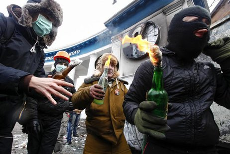 Pro-European integration protesters carry Molotov cocktails during clashes with police in Kiev January 20, 2014. REUTERS/Vasily Fedosenko