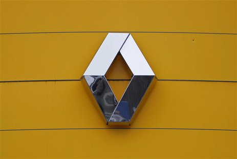 The logo of French car manufacturer Renault is seen at their dealership in Haguenau, North Eastern France, January 21, 2014. REUTERS/Vincent