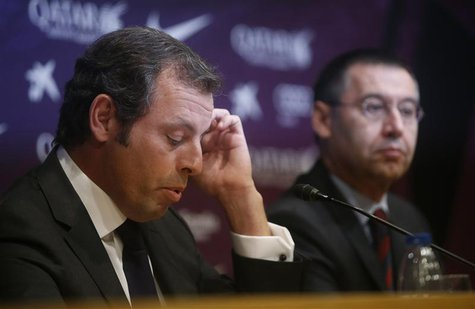Barcelona president Sandro Rosell (L) attends a news conference where he announced his resignation, next to vice-president Josep Maria Barto