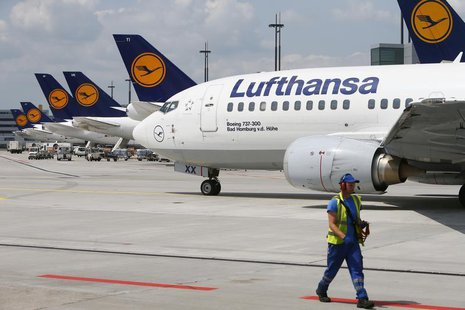 A Lufthansa Boeing 737-300 taxis across the tarmac of Frankfurt airport July 12, 2013. REUTERS/Ralph Orlowski