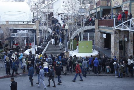 People gather on Main Street to watch for celebrities at the Sundance Film Festival in Park City, Utah, January 18, 2014. REUTERS/Jim Urquha