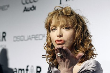 Musician Courtney Love blows a kiss at photographers at amfAR's Inspiration Gala Los Angeles fundraiser in Los Angeles October 27, 2010. The
