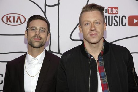 Ryan Lewis (L) and Macklemore attend the YouTube Music Awards in New York November 3, 2013. REUTERS/Andrew Kelly
