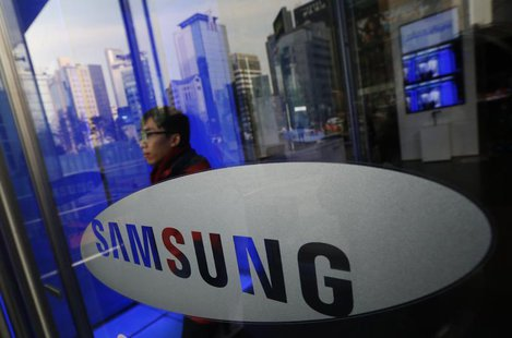 A man walks out of Samsung Electronics' headquarters in Seoul January 6, 2014. REUTERS/Kim Hong-Ji