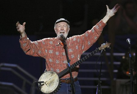 Musician Pete Seeger sings Amazing Grace during a concert celebrating his 90th birthday in New York May 3, 2009. REUTERS/Lucas Jackson