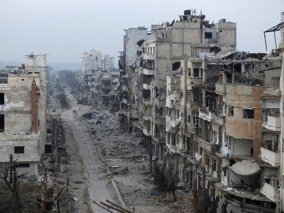 Damaged buildings line a street in the besieged area of Homs January 27, 2014. REUTERS/Yazan Homsy
