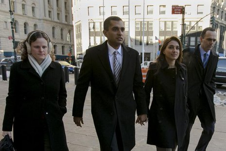 Former SAC Capital portfolio manager Mathew Martoma (2nd L) arrives with his wife Rosemary at the Manhattan Federal Courthouse in downtown M