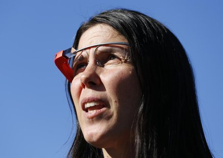 Defendant Cecilia Abadie, wearing Google Glass, arrives at a traffic court in San Diego January 16, 2014. REUTERS/Mike Blake
