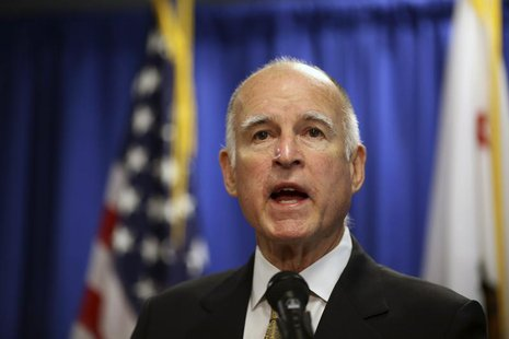 California Governor Jerry Brown speaks during a news conference in San Francisco, California January 17, 2014. REUTERS/Robert Galbraith