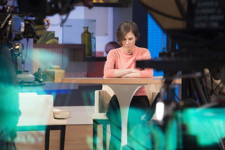 "Amanda Knox sits alone before being interviewed on the set of ABC's ""Good Morning America"" in New York January 31, 2014. REUTERS/Andrew Kell"