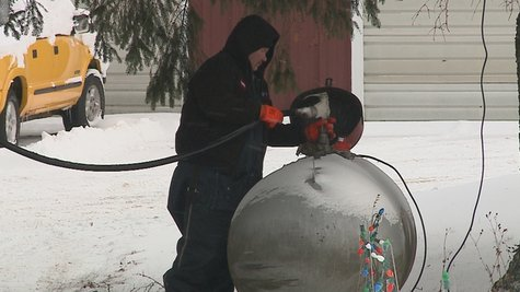 propane worker fills tank