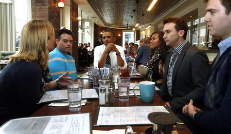 U.S. President Barack Obama has lunch with five supporters of Obamacare at The Coupe restaurant in Washington, January 10, 2014. REUTERS/Lar