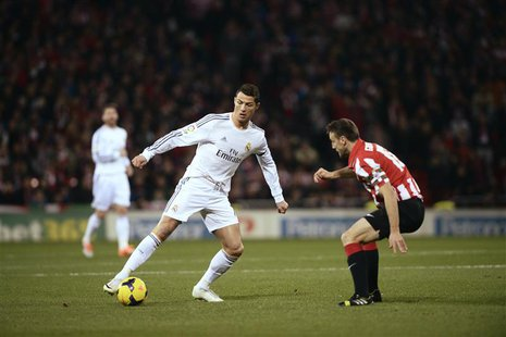 Real Madrid's Cristiano Ronaldo (L) fights for the ball with Athletic Bilbao's Carlos Gurpegi during their Spanish first division soccer mat