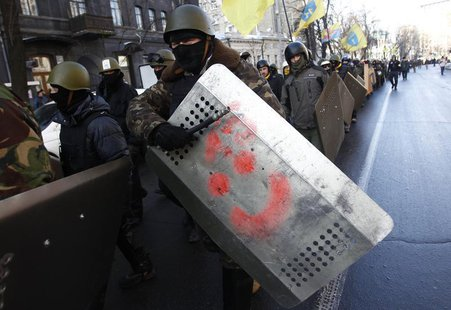 Anti-government protesters march on the street in Kiev February 6, 2014. REUTERS/David Mdzinarishvili