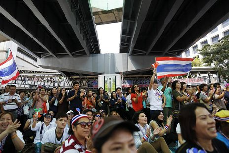 Anti-government protesters listen to their leader's speech under a bridge at the main intersection in downtown Bangkok February 6, 2014. REU