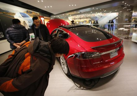 Visitors look at Tesla Motors' Model S P85 at its showroom in Beijing January 29, 2014. REUTERS/Kim Kyung-Hoon