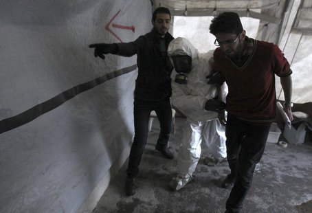 A Free Syrian Army medical group conducts a training on how to cope with chemical weapons attacks in Aleppo December 25, 2013. Picture taken