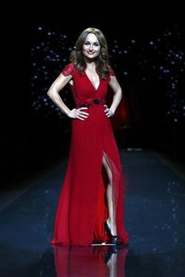 Television personality Giada De Laurentiis presents a creation by Carolina Herrera for the The Heart Truth Fall 2014 collection during New Y