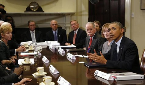 U.S. President Barack Obama meets with health insurance chief executives at the White House in Washington November 15, 2013 file photo. REUT