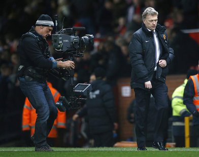 Manchester United manager David Moyes walks back to the dressing rooms after their English Premier League soccer match against Fulham at Old