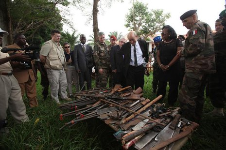 French Defense Minister Jean Yves-Le Drian (C) and Central African Republic's interim President Catherine Samba Panza (2nd R) look at seized