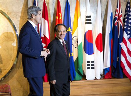 U.S. Secretary of State John Kerry (L) walks with ASEAN Secretary-General Le Luong Minh to a meeting in Jakarta February 16, 2014. REUTERS/E