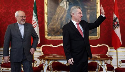 Austrian President Heinz Fischer (R) waves as he receives Iranian Foreign Minister Ali Akbar Salehi in his office in Vienna February 18, 201
