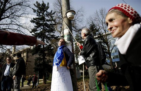 Anti-government protesters simulate an execution scene during a protest in Sarajevo February 17, 2014. REUTERS/Dado Ruvic