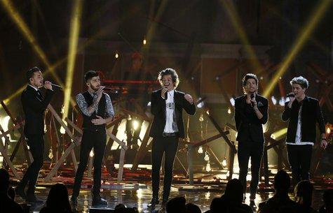 "Music group One Direction performs ""Story of My Life"" at the 41st American Music Awards in Los Angeles, California November 24, 2013. REUTER"