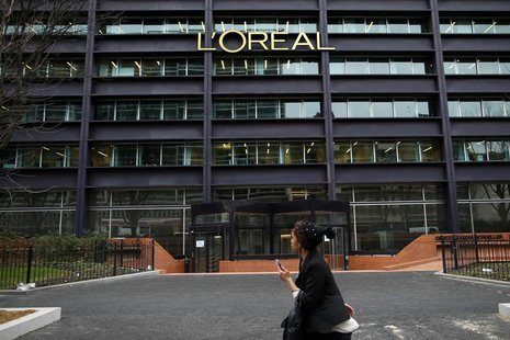 The logo of French cosmetics group L'Oreal is seen on the company's building in Clichy, near Paris February 11, 2014. REUTERS/Benoit Tessier