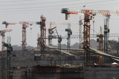 Idle cranes are seen at the construction site of the Panama Canal Expansion project on the outskirts of Colon City February 12, 2014. REUTER