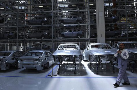 An employee guides visitors inside a BMW factory in Shenyang, Liaoning province, July 6, 2013. REUTERS/Stringer