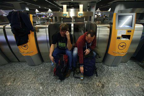 Flight passengers wait during a strike at Frankfurt airport, February 21, 2014. REUTERS/Ralph Orlowski