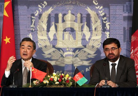 Chinese Foreign Minister Wang Yi (L) speaks as Afghanistan's Foreign Minister Zarar Ahmad Osmani looks on during a news conference in Kabul