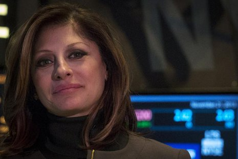 Business television presenter Maria Bartiromo works on the floor of the New York Stock Exchange, November 21, 2013. REUTERS/Brendan McDermid