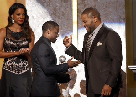 Show host Anthony Anderson presents the entertainer of the year award to actor Kevin Hart (C) during the 45th NAACP Image Awards in Pasadena